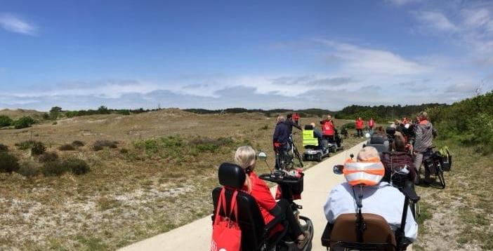 MS scootmobiel- en fietstocht door de Schoorlse Duinen op een Quingo scootmobiel