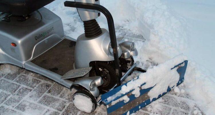 zelfgemaakte Quingo sneeuwschuif voor de scootmobiel